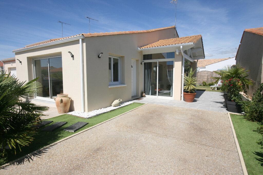 Maison à vendre 5 115m2 à Saint-Georges-de-Didonne vignette-1