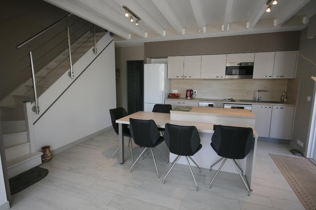 Maison à vendre 5 115m2 à Saint-Georges-de-Didonne vignette-3