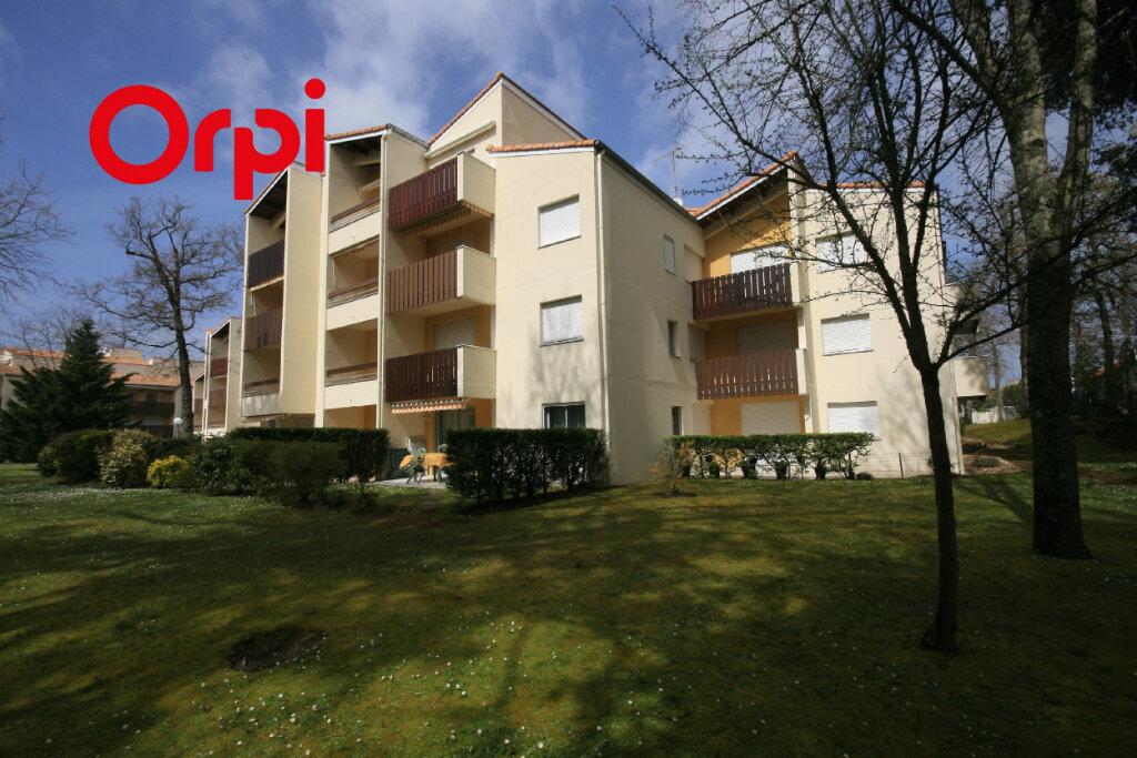 Appartement à vendre 2 34m2 à Saint-Georges-de-Didonne vignette-1