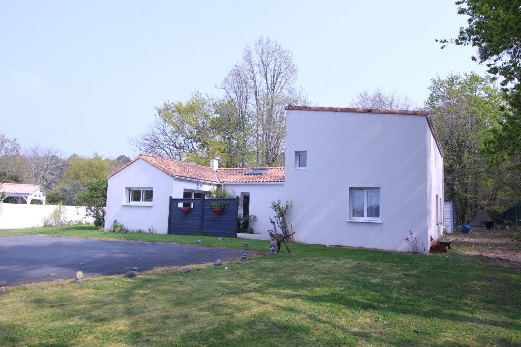 Maison à vendre 5 160m2 à Royan vignette-1