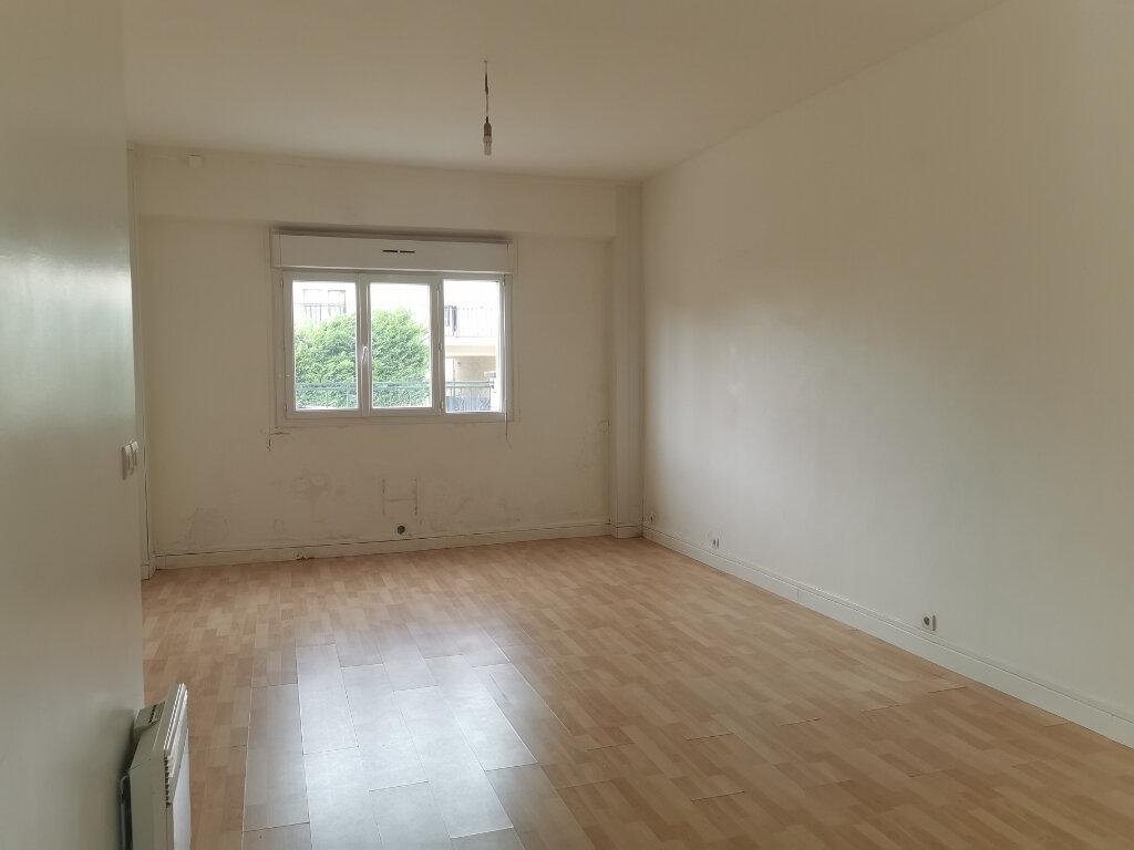 Appartement à vendre 1 30m2 à Le Blanc-Mesnil vignette-2