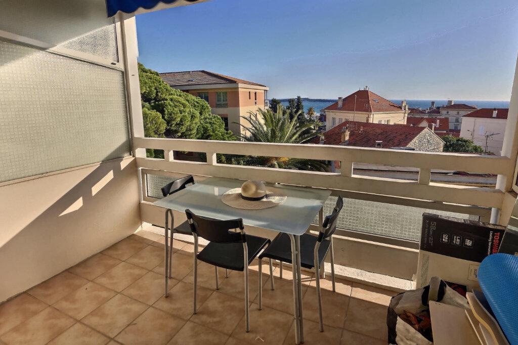 Appartement à louer 1 26m2 à Cannes vignette-2
