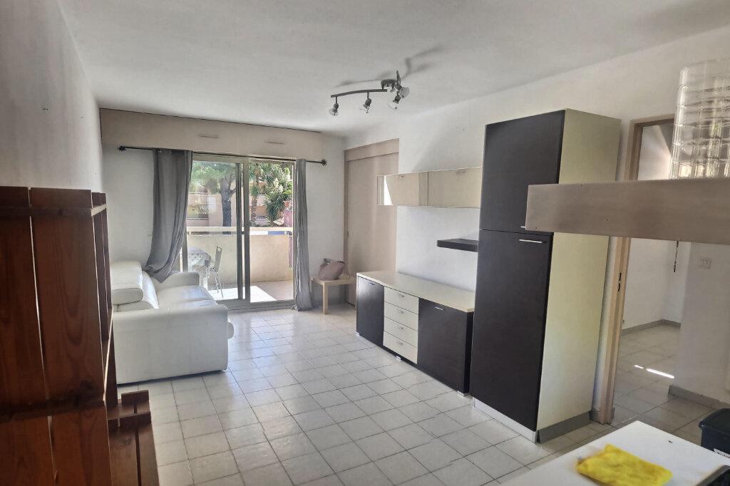 Appartement à louer 3 41m2 à Golfe Juan - Vallauris vignette-2