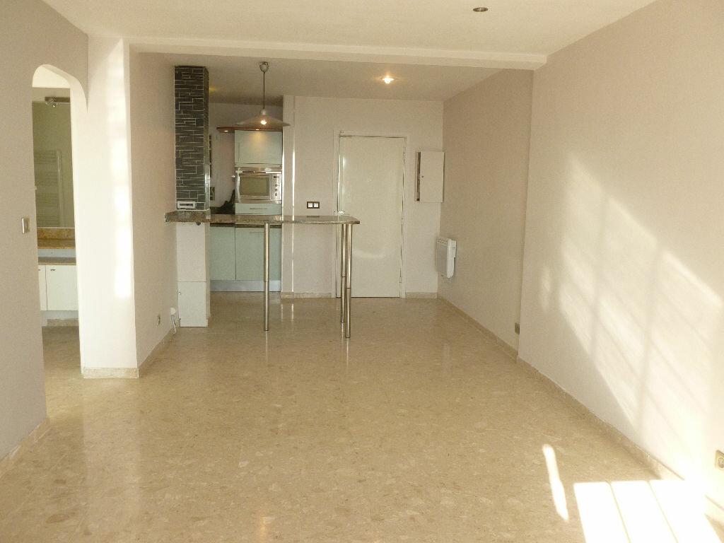 Appartement à louer 2 49m2 à Golfe Juan - Vallauris vignette-2