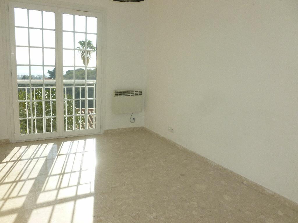 Appartement à louer 2 49m2 à Golfe Juan - Vallauris vignette-5