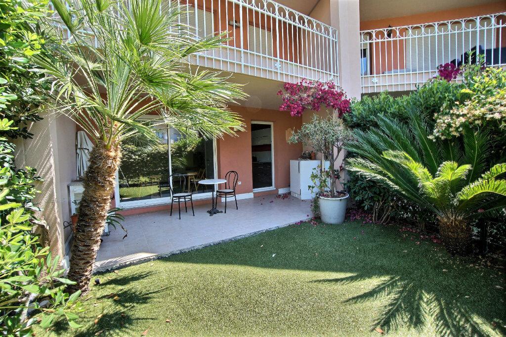 Appartement à vendre 3 63m2 à Antibes vignette-2