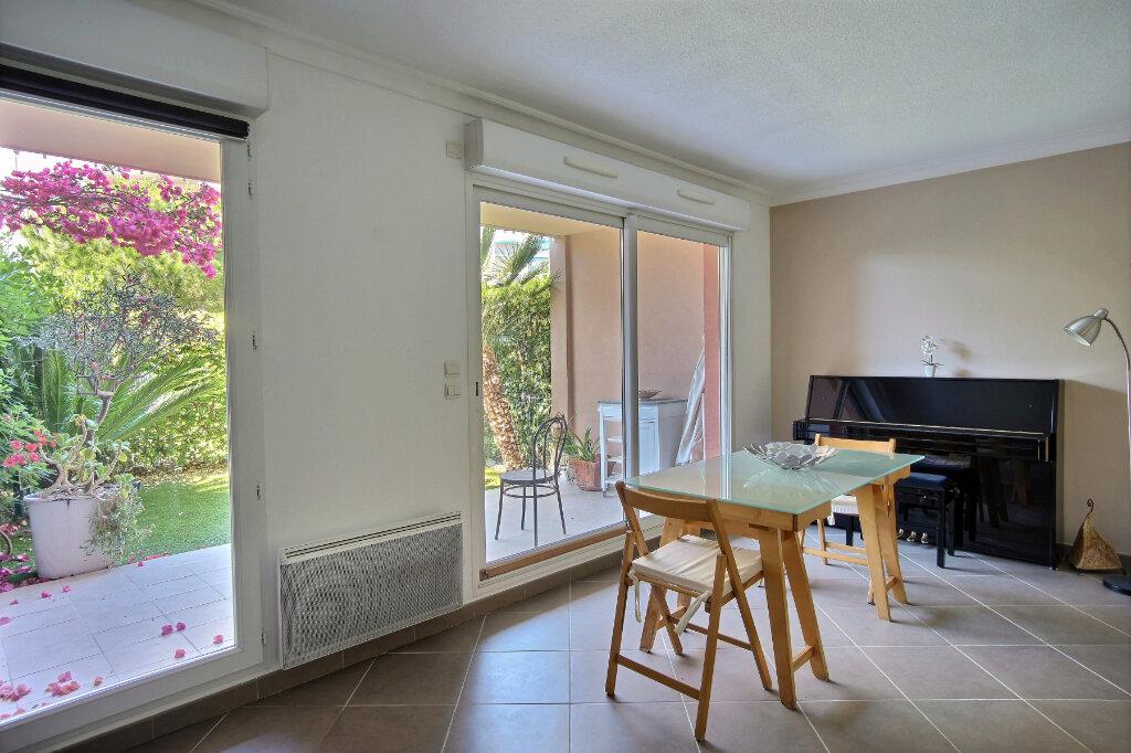 Appartement à vendre 3 63m2 à Antibes vignette-3