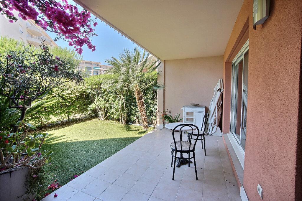 Appartement à vendre 3 63m2 à Antibes vignette-6
