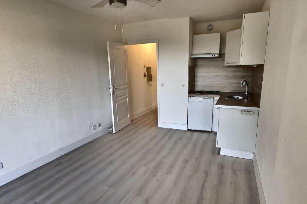 Appartement à louer 1 20m2 à Antibes vignette-3