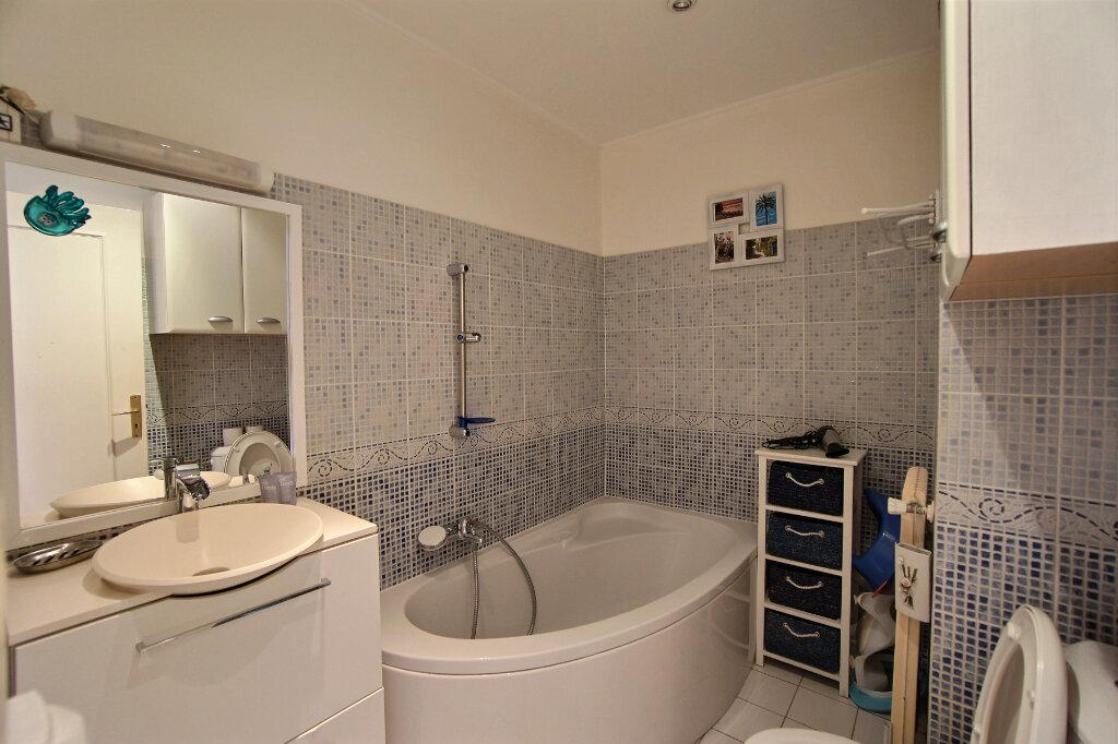 Appartement à vendre 4 101m2 à Antibes vignette-9