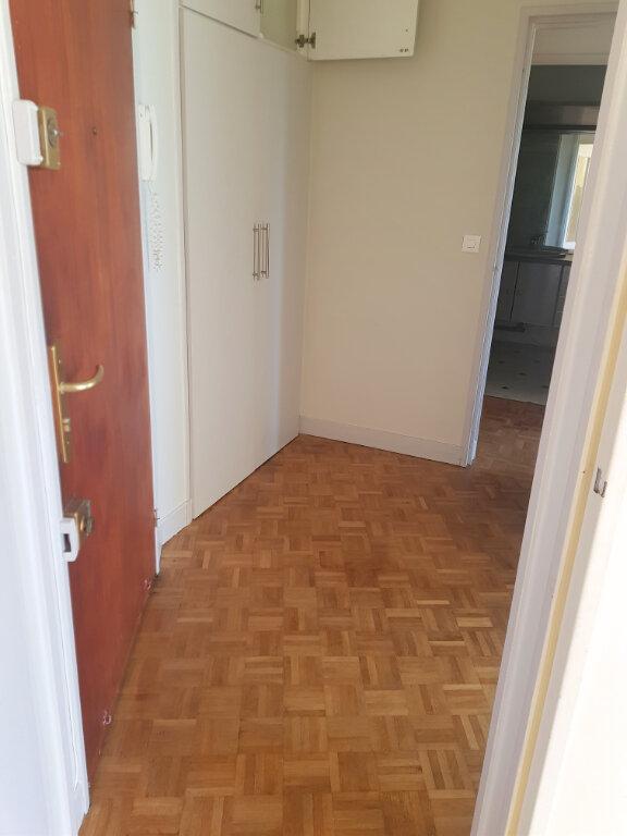 Appartement à louer 2 53m2 à Versailles vignette-4