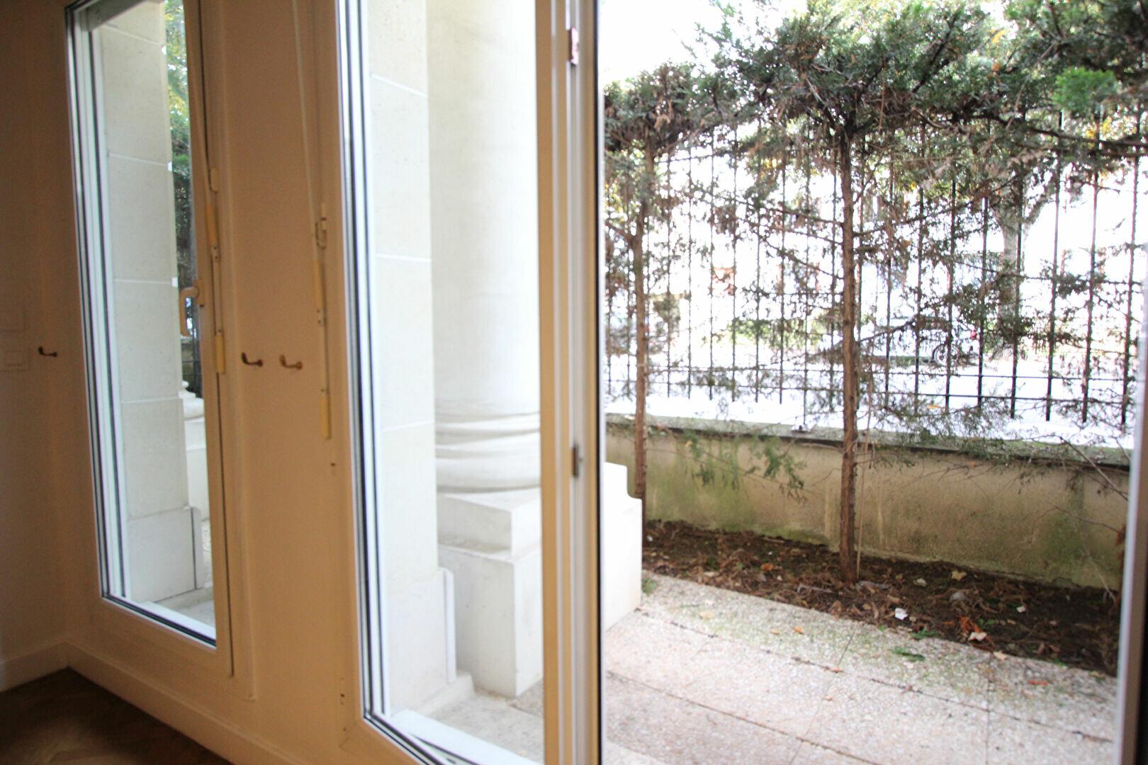 Appartement à louer 1 35m2 à Le Plessis-Robinson vignette-3
