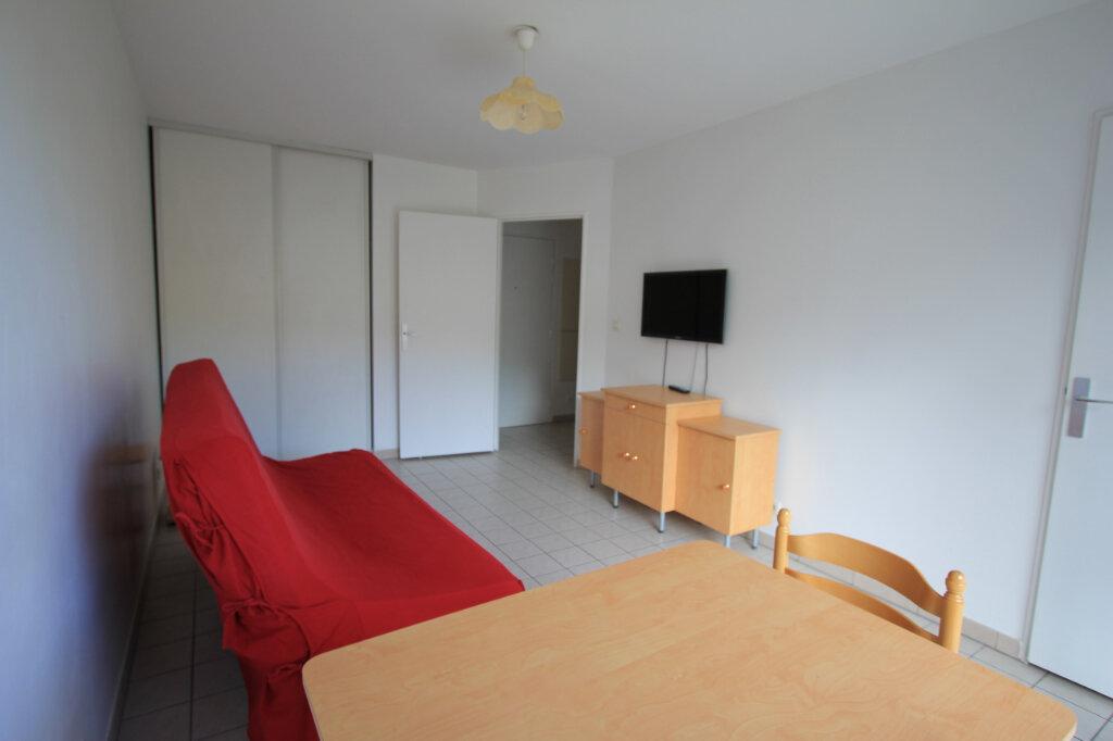 Appartement à louer 1 27.18m2 à Le Plessis-Robinson vignette-2