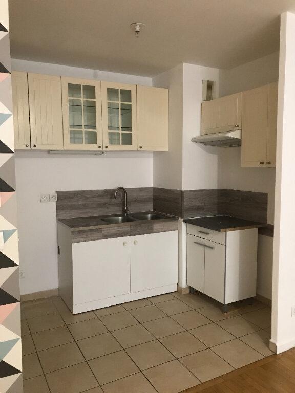 Appartement à louer 3 57.8m2 à Cachan vignette-3