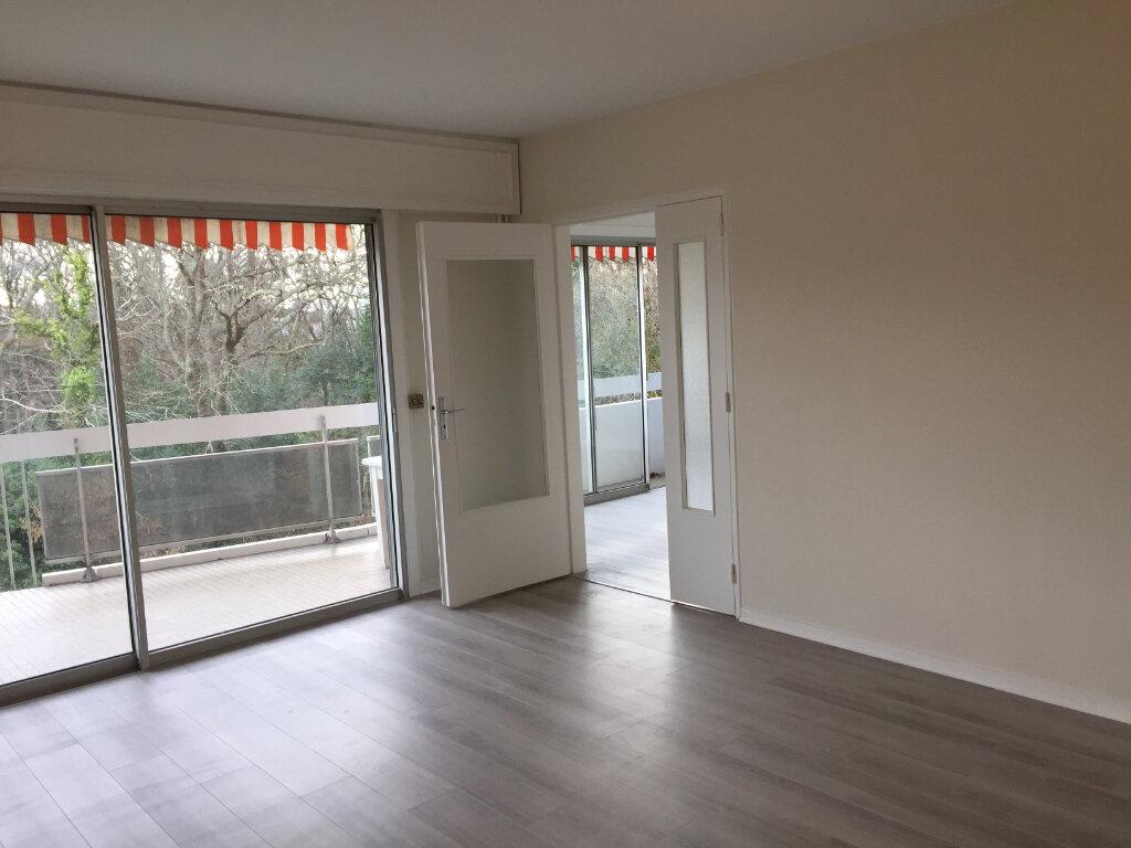 Appartement à louer 3 54m2 à Anglet vignette-1