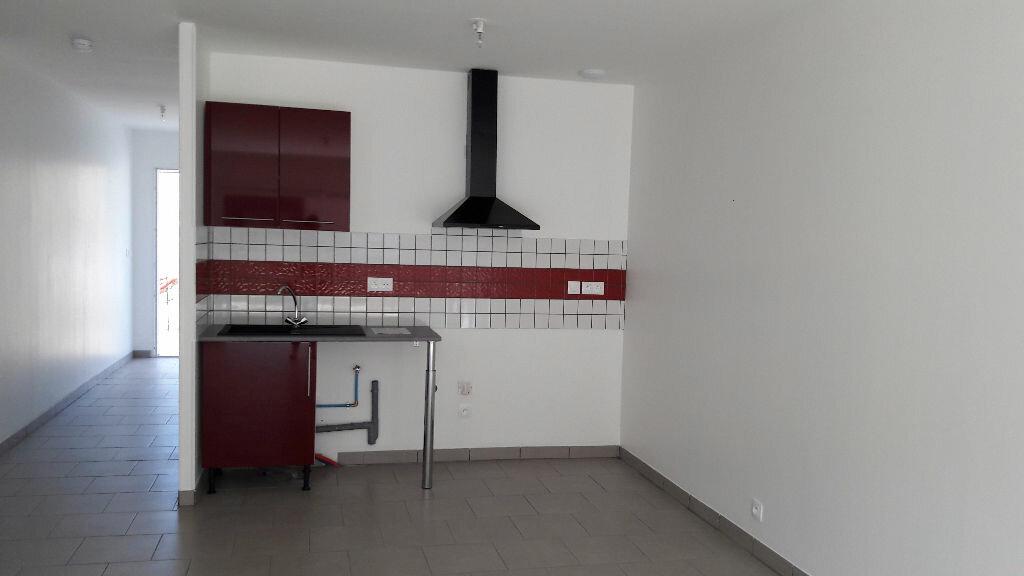 Maison à louer 3 70m2 à Villelongue-d'Aude vignette-3