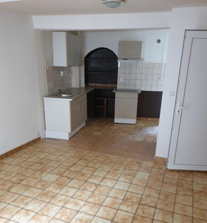 Appartement à louer 2 30m2 à Laure-Minervois vignette-1