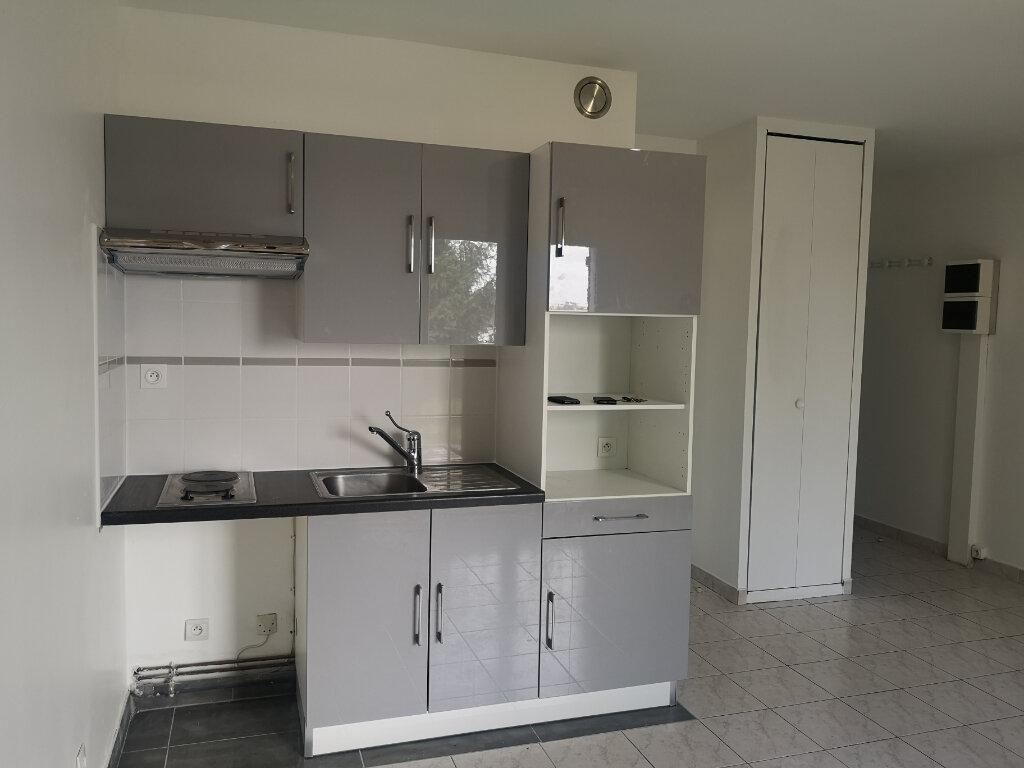 Appartement à louer 1 28m2 à Lagny-sur-Marne vignette-2
