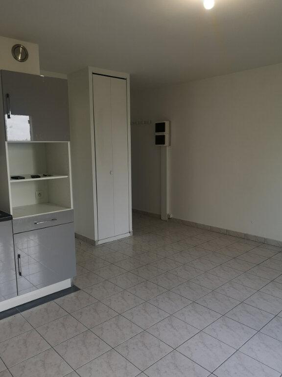 Appartement à louer 1 28m2 à Lagny-sur-Marne vignette-4