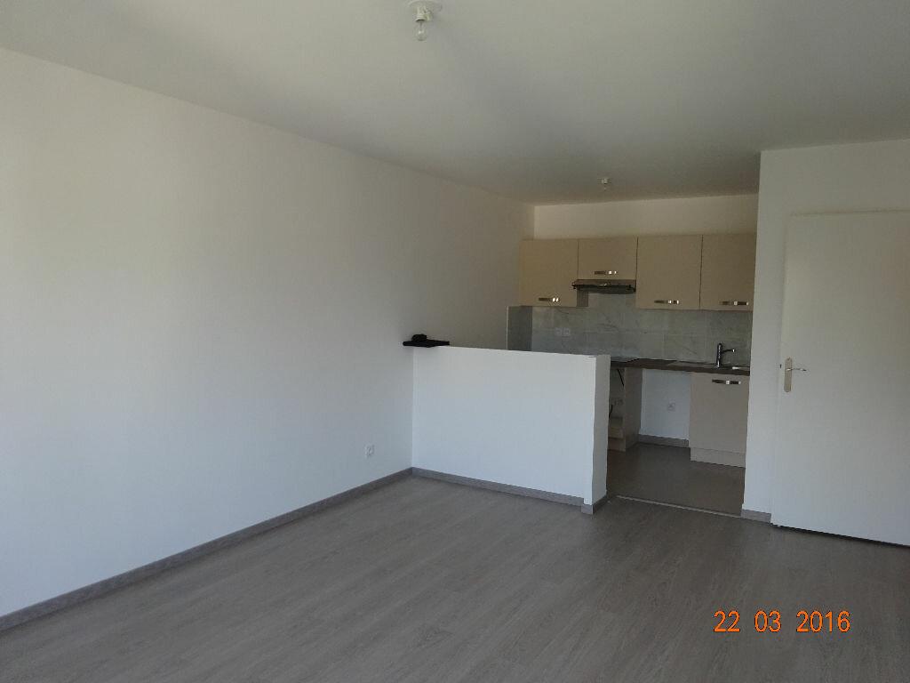 Appartement à louer 3 60.14m2 à Lagny-sur-Marne vignette-1