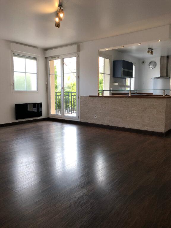 Appartement à louer 3 67.86m2 à Vaires-sur-Marne vignette-1