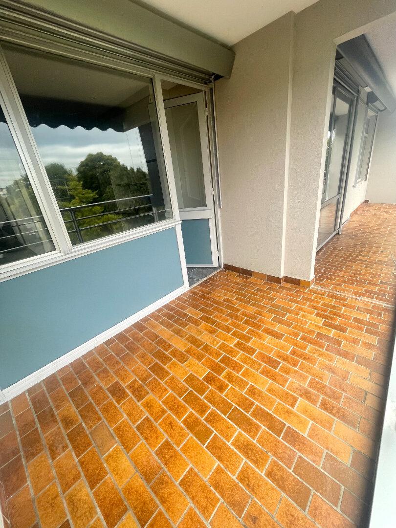 Appartement à louer 5 92.59m2 à Vaires-sur-Marne vignette-2