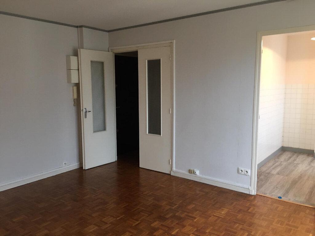 Appartement à louer 1 29m2 à Saint-Maur-des-Fossés vignette-2