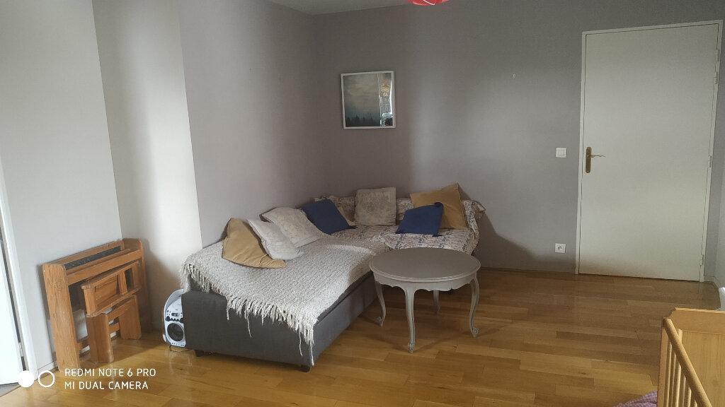 Appartement à louer 3 63.97m2 à Vaires-sur-Marne vignette-1