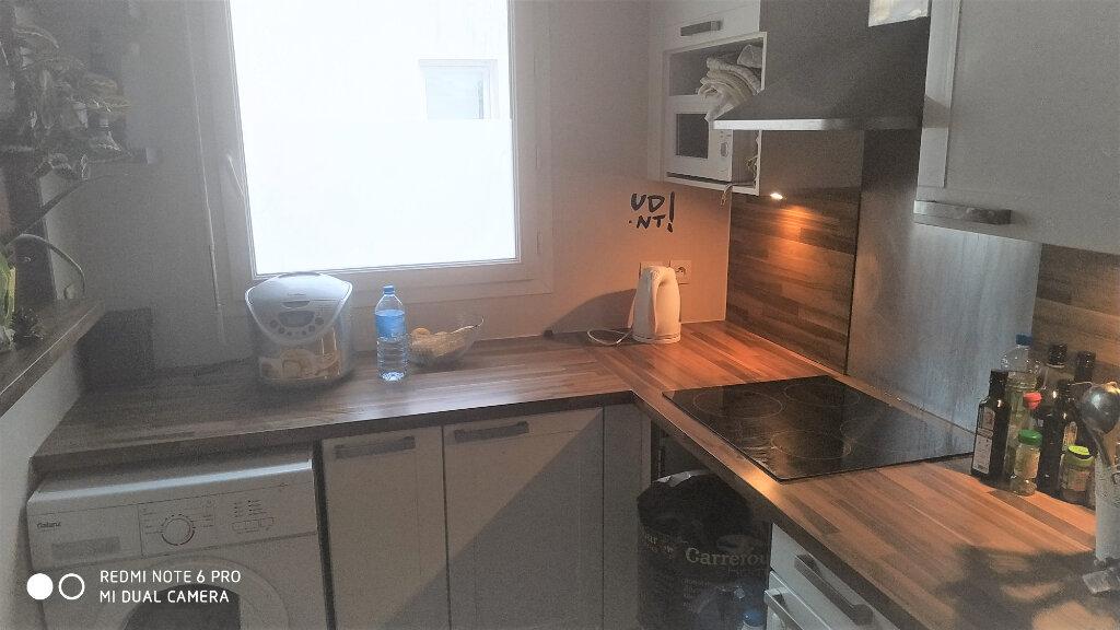 Appartement à louer 3 63.97m2 à Vaires-sur-Marne vignette-3