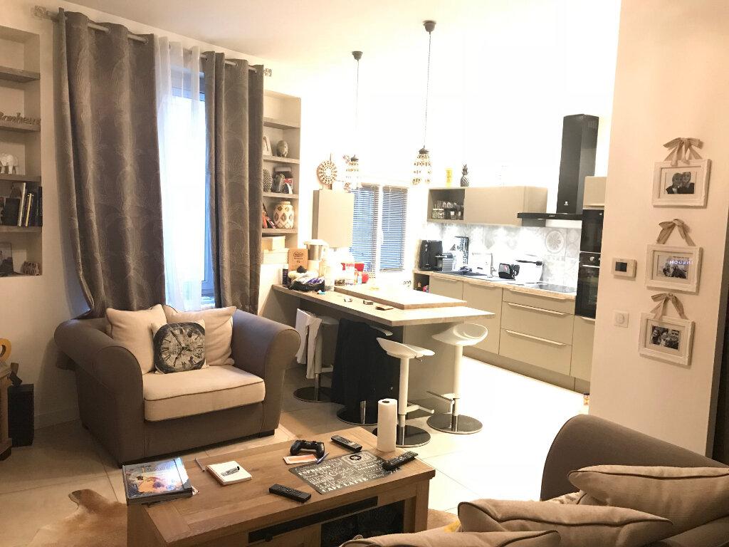Appartement à louer 3 50.19m2 à Bordeaux vignette-3