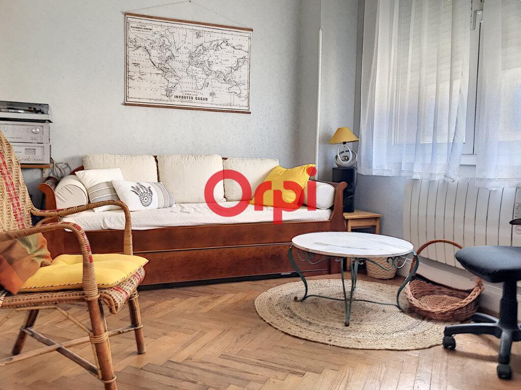 Appartement à louer 2 70m2 à Bordeaux vignette-1