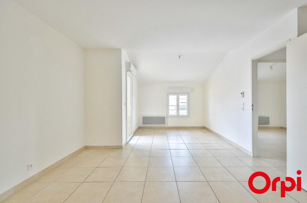 Appartement à louer 3 53.1m2 à Miramas vignette-1