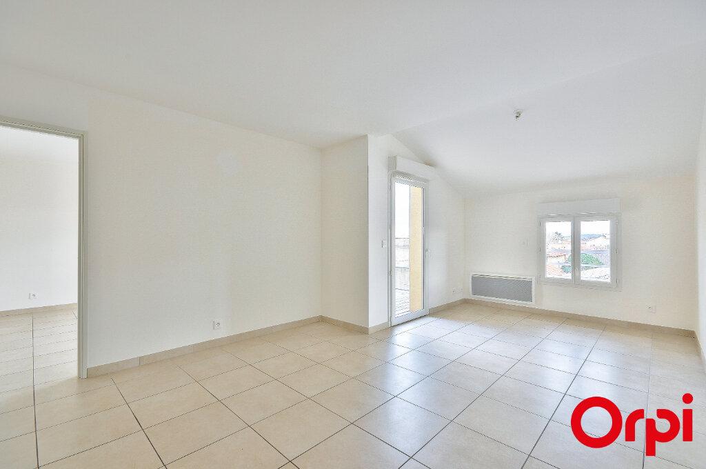 Appartement à louer 3 53.1m2 à Miramas vignette-2