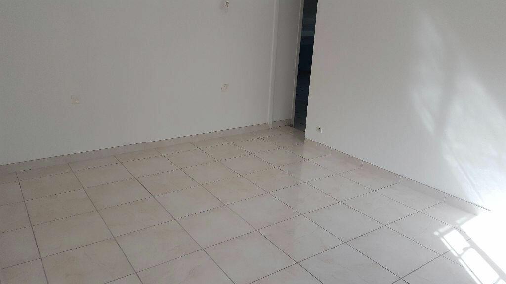 Appartement à louer 2 65m2 à Saint-Mitre-les-Remparts vignette-4