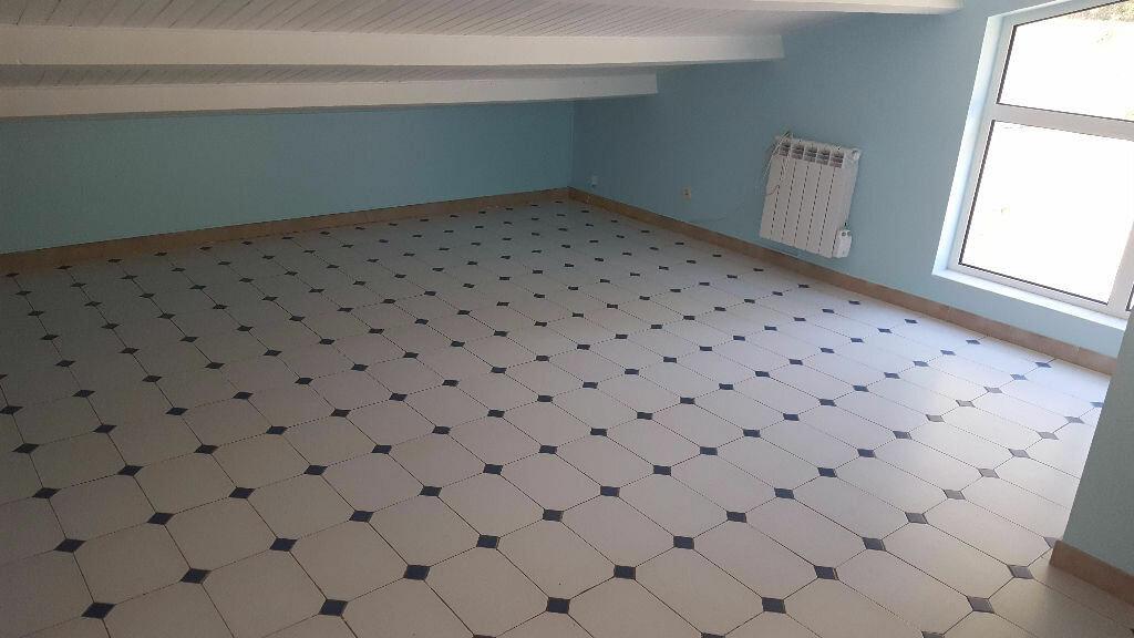 Appartement à louer 2 65m2 à Saint-Mitre-les-Remparts vignette-5