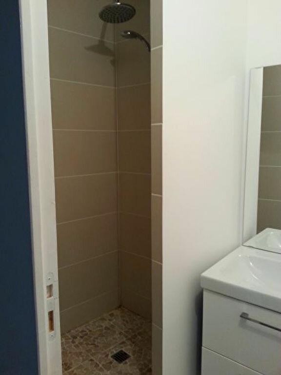 Appartement à louer 2 28.18m2 à Istres vignette-4