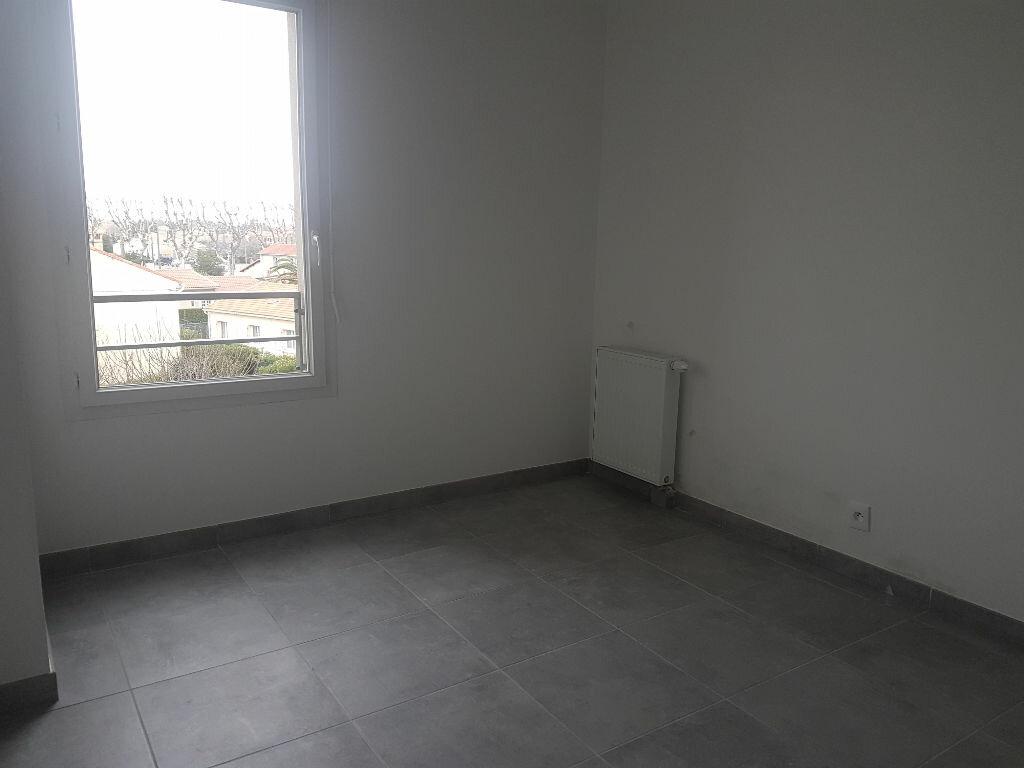 Appartement à louer 2 37.9m2 à Istres vignette-6