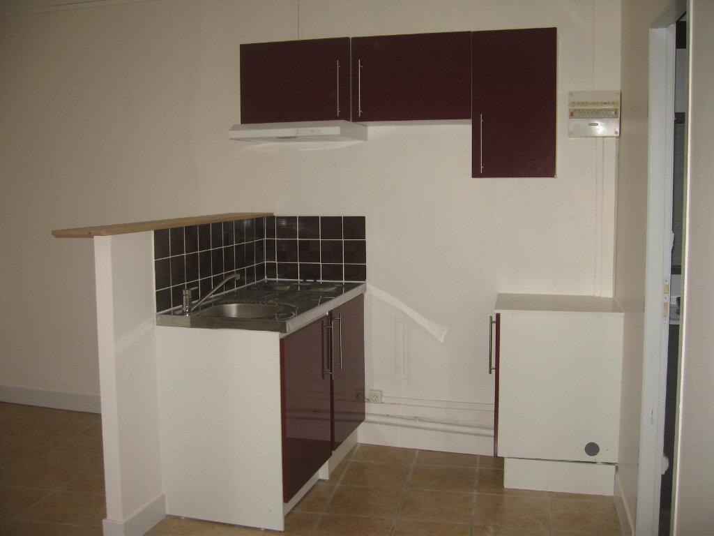 Appartement à louer 1 25.26m2 à Saint-Chamas vignette-2