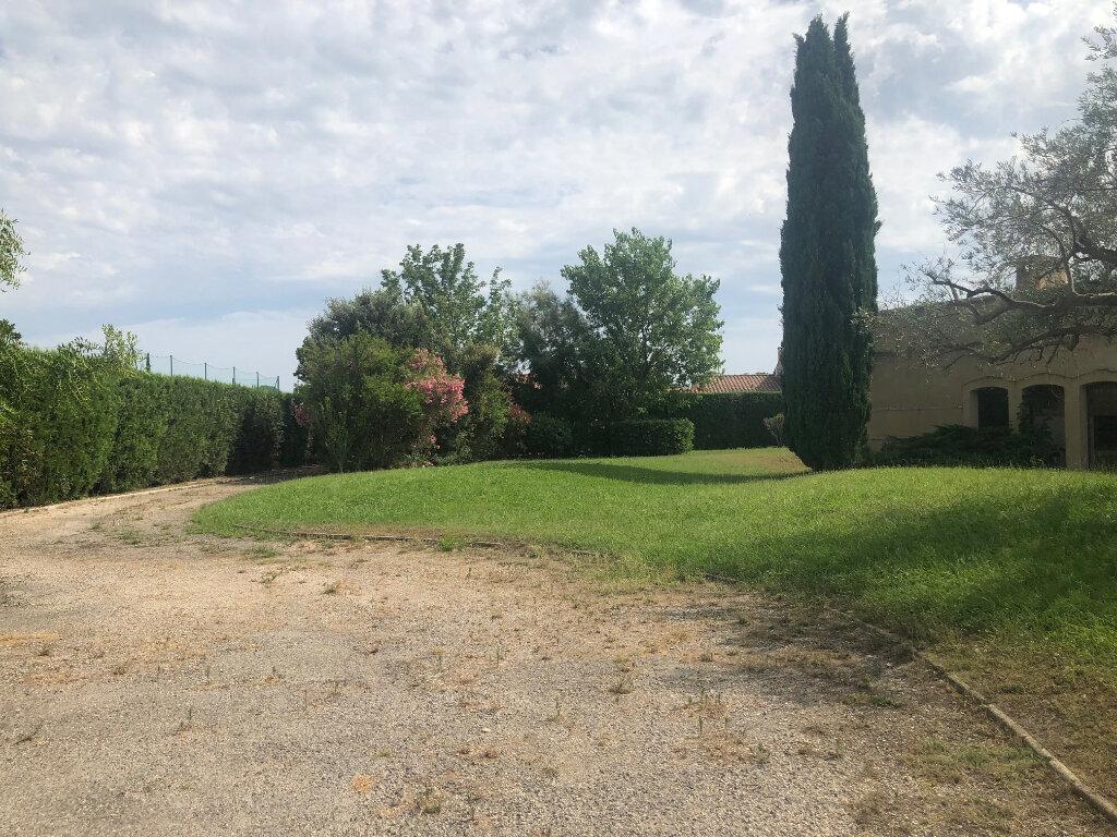 Maison à louer 5 293.55m2 à Saint-Chamas vignette-1