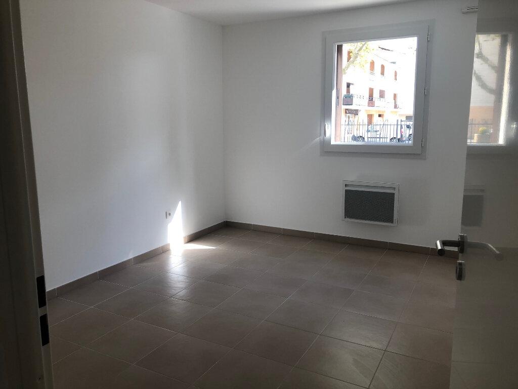 Appartement à louer 3 72.6m2 à Miramas vignette-5
