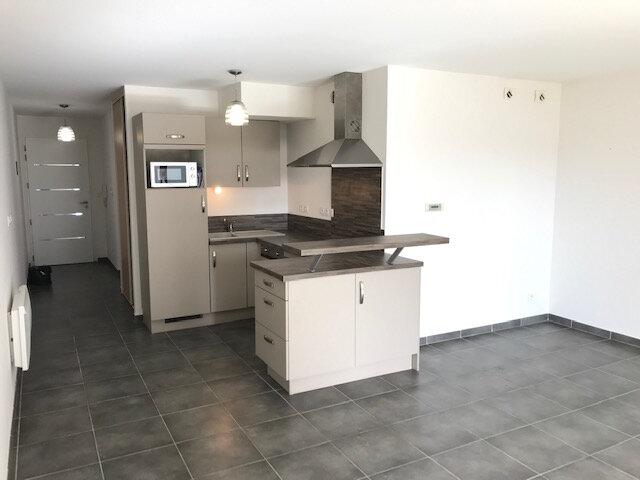 Appartement à louer 2 50.99m2 à Saint-Martin-de-Crau vignette-1