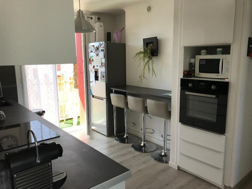 Appartement à louer 3 66.79m2 à Saint-Chamas vignette-3