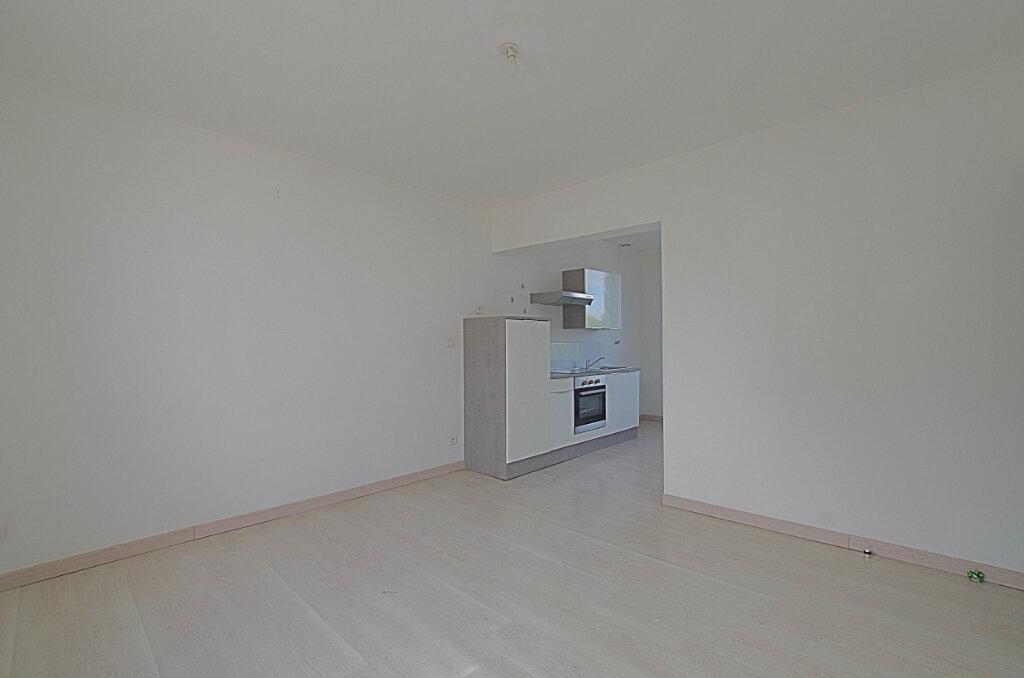 Appartement à louer 3 42.9m2 à Roye vignette-2