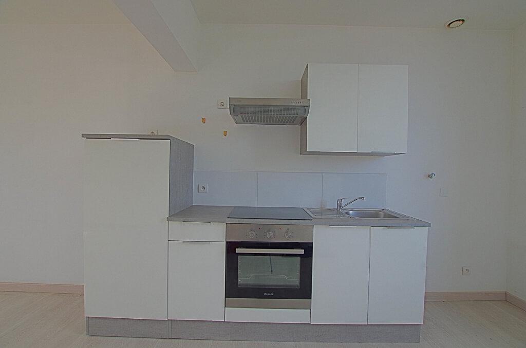 Appartement à louer 3 42.9m2 à Roye vignette-4