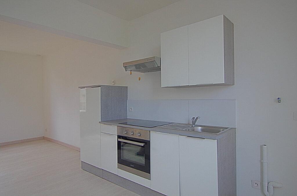 Appartement à louer 3 42.9m2 à Roye vignette-5