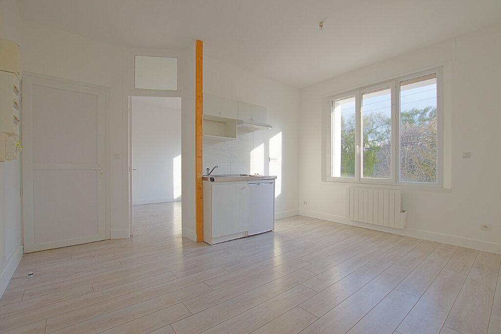 Appartement à louer 3 42.7m2 à Roye vignette-3