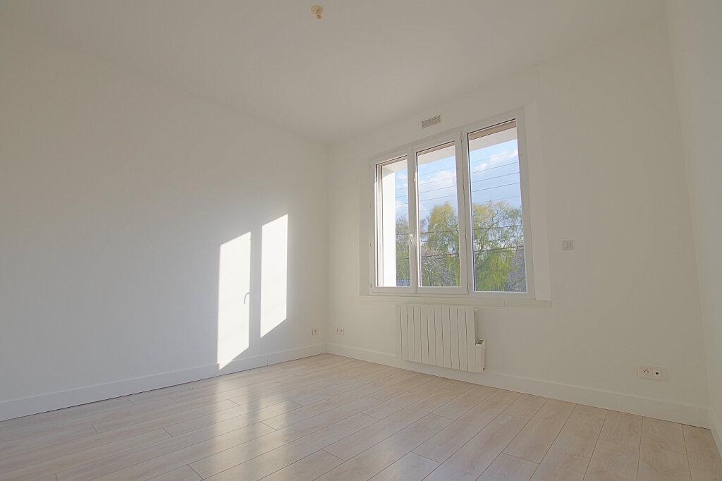 Appartement à louer 3 42.7m2 à Roye vignette-4