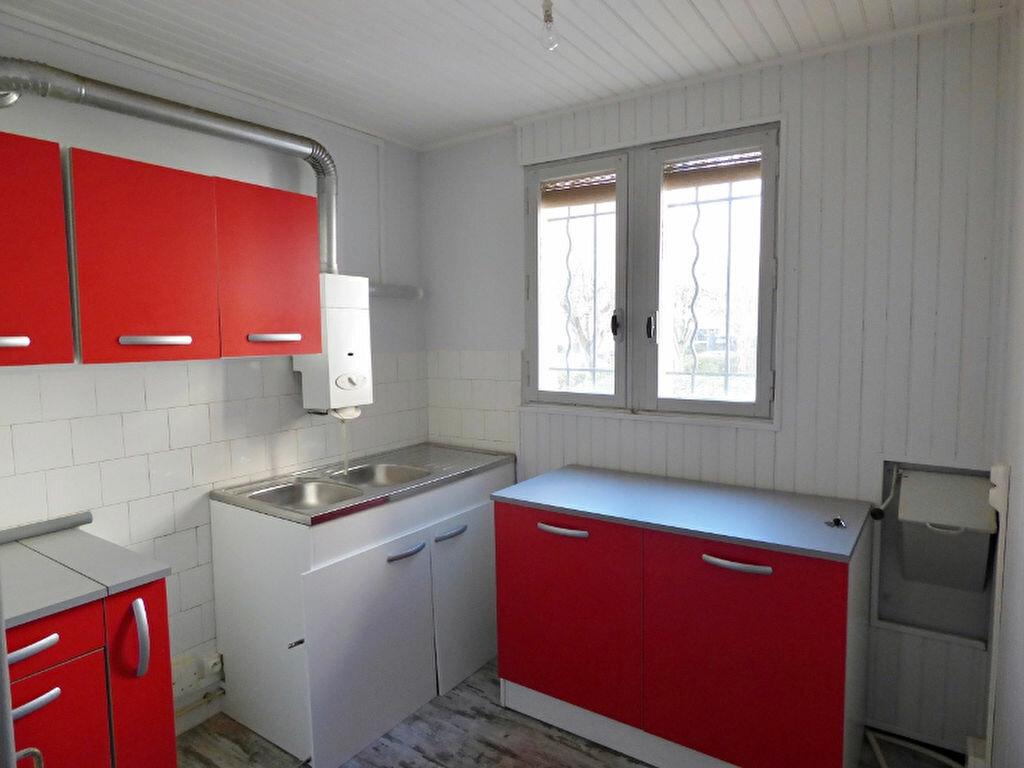 Appartement à louer 3 55.61m2 à Nîmes vignette-2