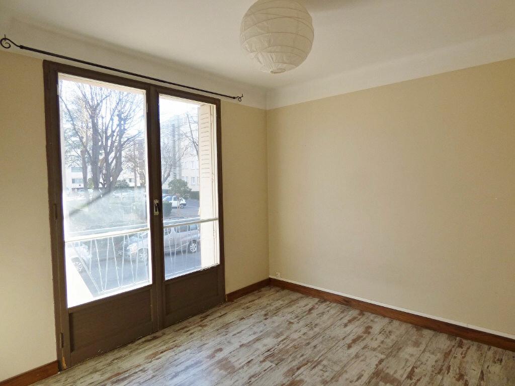 Appartement à louer 3 55.61m2 à Nîmes vignette-3