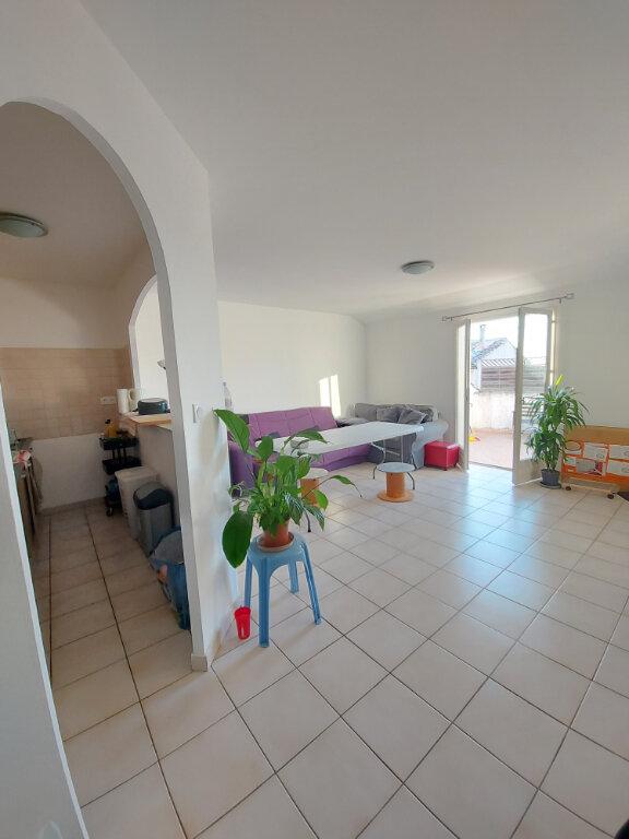Appartement à louer 3 57m2 à Cabrières vignette-1